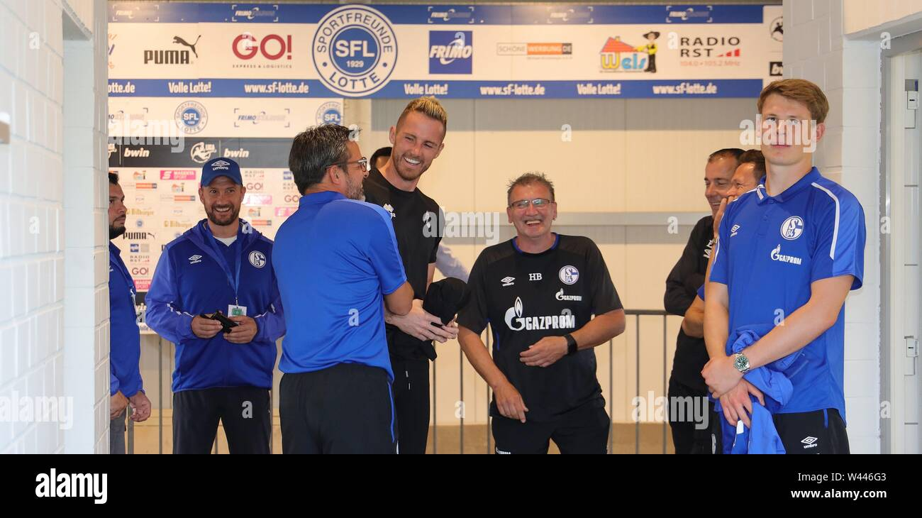 Lotte, Deutschland. 19th July, 2019. firo: 19.07.2019, football, 1.Bundesliga, season 2019/2020, friendly match, FC Schalke 04 - Norwich City Alexander NUBEL, Schalke right and Ralf FAHRMANN, Norwich with coach David WAGNER before the kick-off in the catacombs | usage worldwide Credit: dpa/Alamy Live News - Stock Image