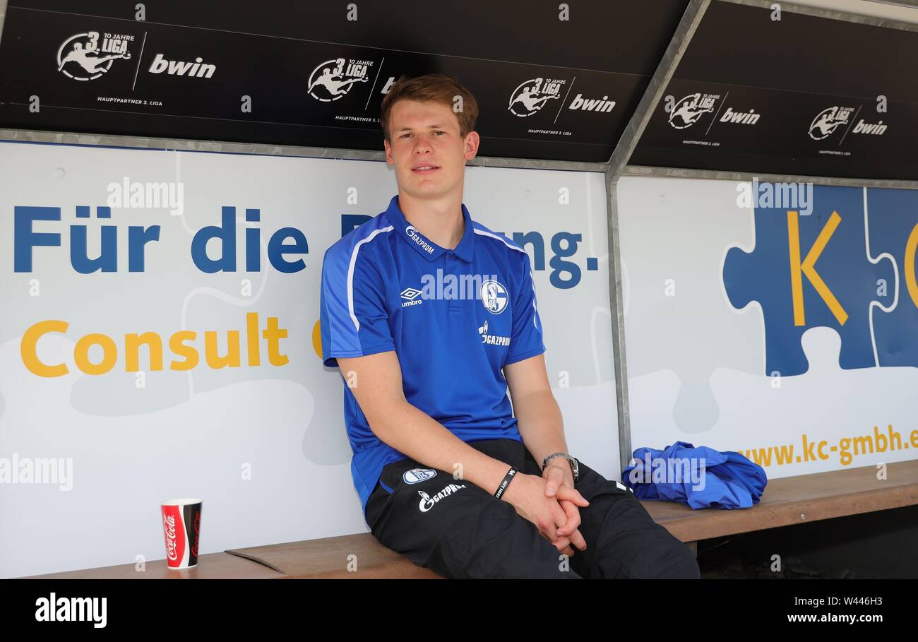 Lotte, Deutschland. 19th July, 2019. firo: 19.07.2019, football, 1.Bundesliga, season 2019/2020, friendly match, FC Schalke 04 - Norwich City Alexander NUBEL, Schalke on the bench | usage worldwide Credit: dpa/Alamy Live News - Stock Image