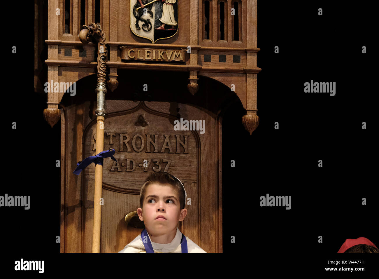 Innerleithen, UK. 19th July, 2019. St Ronans Cleikum Dux Boy of St RonanÕs School Aaron R Glendinning (seated on throne) after his installation at the Cleikum Ceremonies in Memorial Hall, Innerleithen. as part of St RonanÕs Games Week, Friday 19 July 2019 . Instituted in 1827, The Games are the oldest organised sports meeting in Scotland and are now part of a week long festival that incorporates many events for every age group. Central to the festivities are the Cleikum Ceremonies when the town's association with its Patron Saint, St. Ronan, is celebrated ( Credit: Rob Gray/Alamy Live News - Stock Image