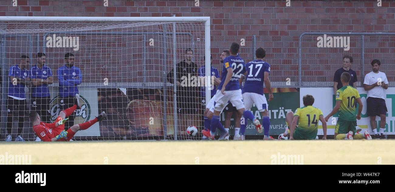 Lotte, Deutschland. 19th July, 2019. firo: 19.07.2019, football, 1.Bundesliga, season 2019/2020, friendly match, FC Schalke 04 - Norwich City goal to 1: 2 for Norwich versus goalkeeper SCHUBERT, Schalke | usage worldwide Credit: dpa/Alamy Live News - Stock Image
