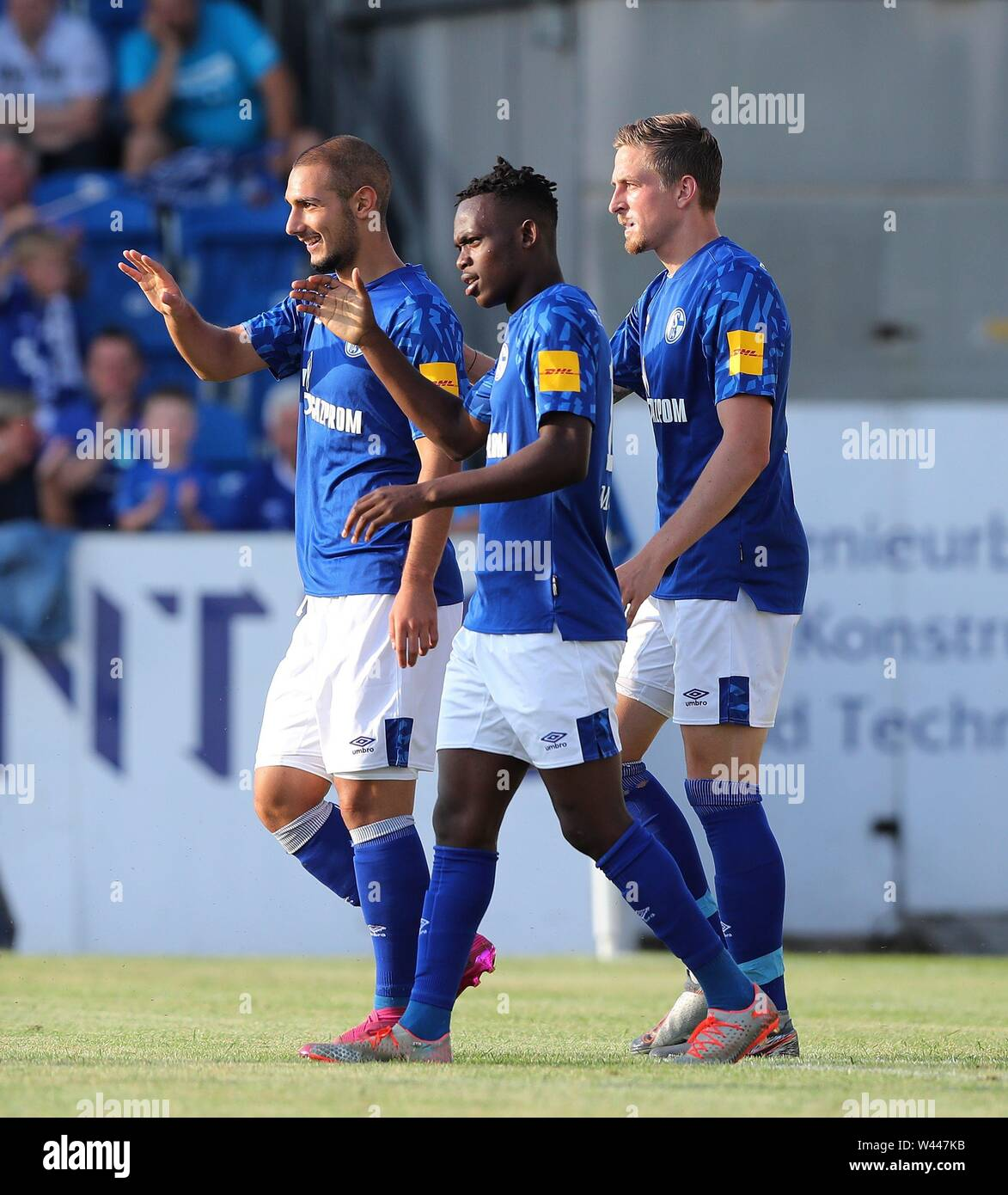 Lotte, Deutschland. 19th July, 2019. firo: 19.07.2019, football, 1.Bundesliga, season 2019/2020, friendly match, FC Schalke 04 - Norwich City jubilation Schalke to MATONDO, withte with KUTUCU and OCZIPKA, right | usage worldwide Credit: dpa/Alamy Live News - Stock Image