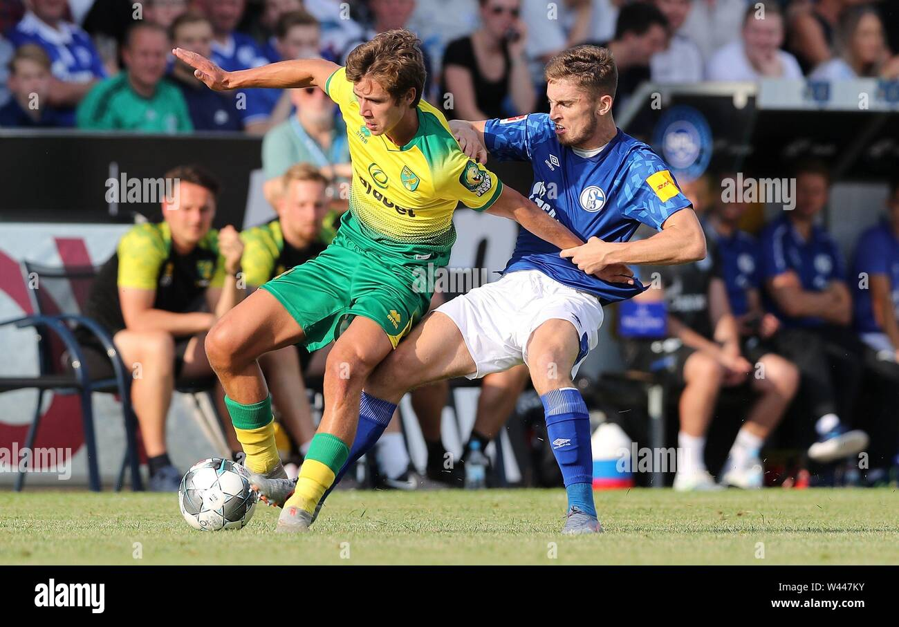 Lotte, Deutschland. 19th July, 2019. firo: 19.07.2019, football, 1.Bundesliga, season 2019/2020, friendly match, FC Schalke 04 - Norwich City Jonjoe KENNY, Schalke right duels | usage worldwide Credit: dpa/Alamy Live News - Stock Image