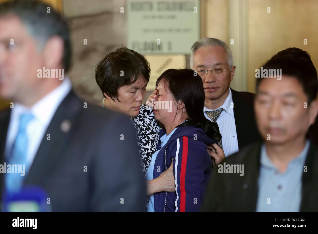 Beijing, USA. 18th July, 2019. Zhang Yingying's mother Ye Lifeng (C) is seen at a press conference after sentencing in Peoria, Illinois, the United States, July 18, 2019. Brendt Christensen, the kidnapper and killer of Chinese scholar Zhang Yingying in 2017, was sentenced on Thursday to life imprisonment without possibility of release, Judge James Shadid announced the verdict in a federal court of Peoria in the U.S. state of Illinois, after the jury failed to reach a unanimous decision on whether he should be sentenced to death or life in prison. Credit: Wang Ping/Xinhua/Alamy Live News - Stock Image