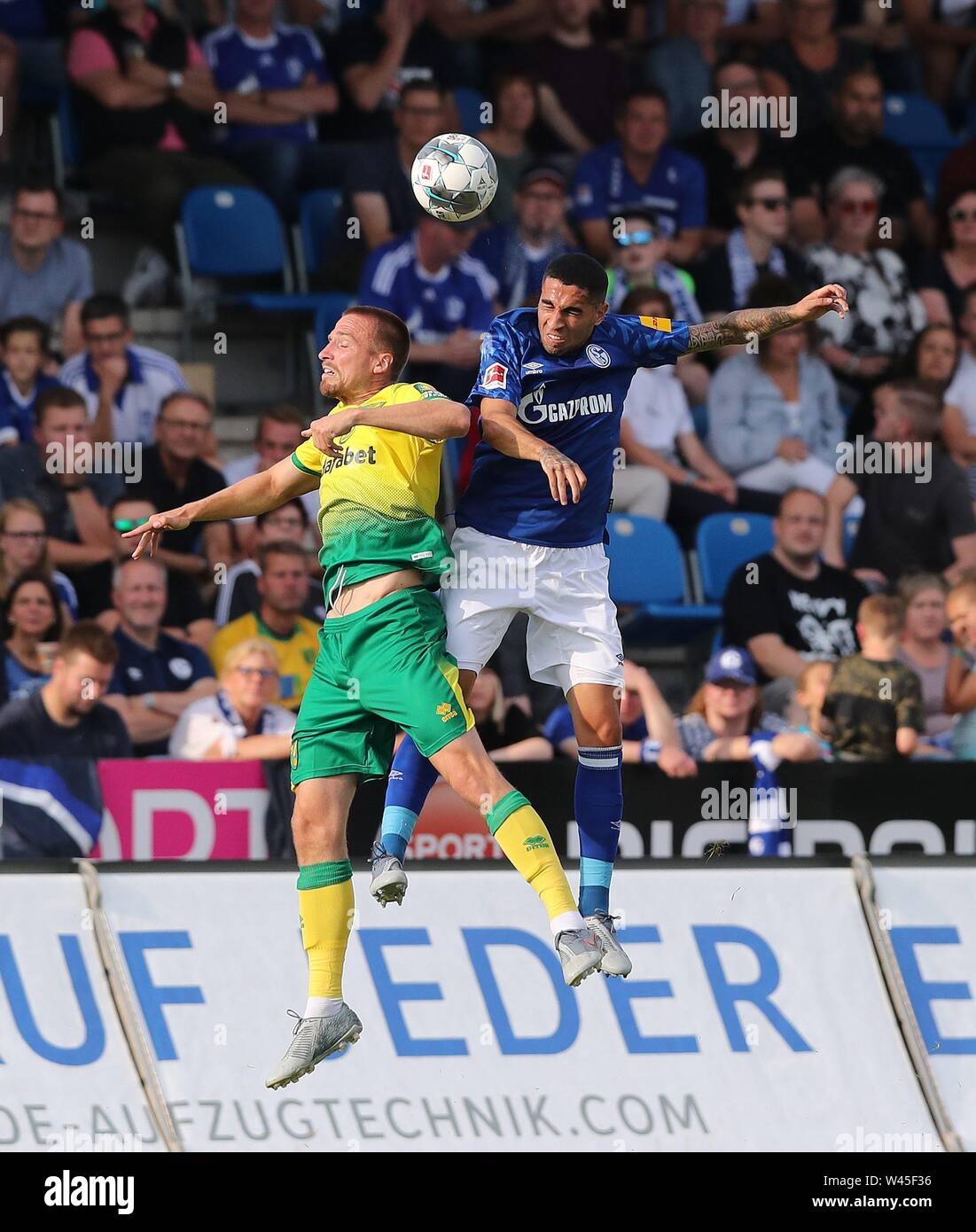 Lotte, Deutschland. 19th July, 2019. firo: 19.07.2019, football, 1.Bundesliga, season 2019/2020, friendly match, FC Schalke 04 - Norwich City Omar MASCARELL, Schalke right duels | usage worldwide Credit: dpa/Alamy Live News - Stock Image