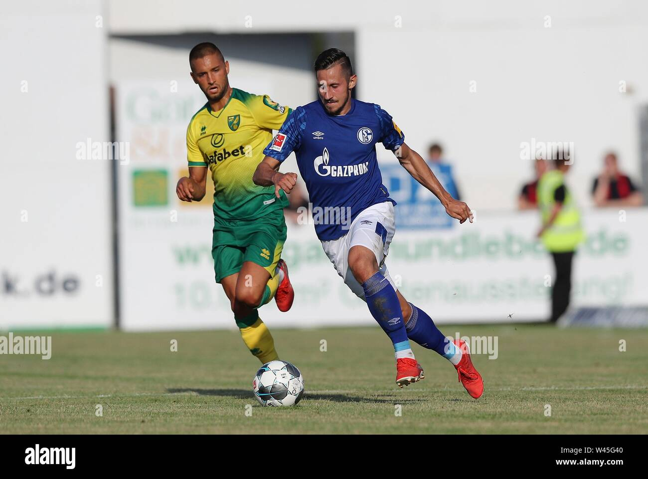 Lotte, Deutschland. 19th July, 2019. firo: 19.07.2019, football, 1.Bundesliga, season 2019/2020, friendly match, FC Schalke 04 - Norwich City Steven SKRZYBSKI, Schalke right duels | usage worldwide Credit: dpa/Alamy Live News - Stock Image