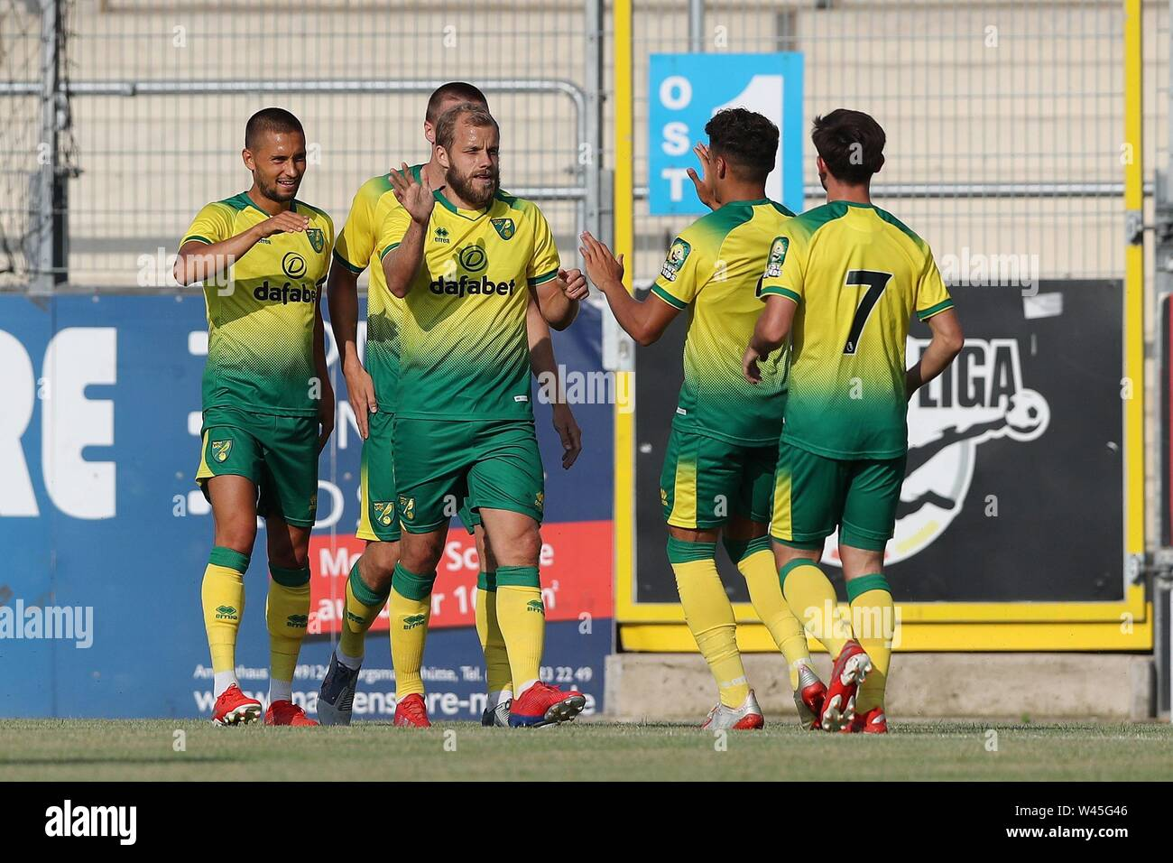 Lotte, Deutschland. 19th July, 2019. firo: 19.07.2019, football, 1.Bundesliga, season 2019/2020, friendly match, FC Schalke 04 - Norwich City jubilation Norwich to Teemu PUKKI | usage worldwide Credit: dpa/Alamy Live News - Stock Image