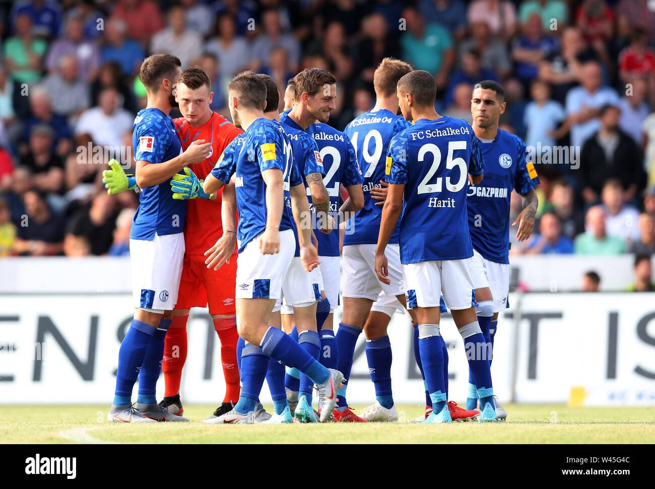 Lotte, Deutschland. 19th July, 2019. firo: 19.07.2019, football, 1.Bundesliga, season 2019/2020, friendly match, FC Schalke 04 - Norwich City Team, team Schalke to SCHUBERT | usage worldwide Credit: dpa/Alamy Live News - Stock Image