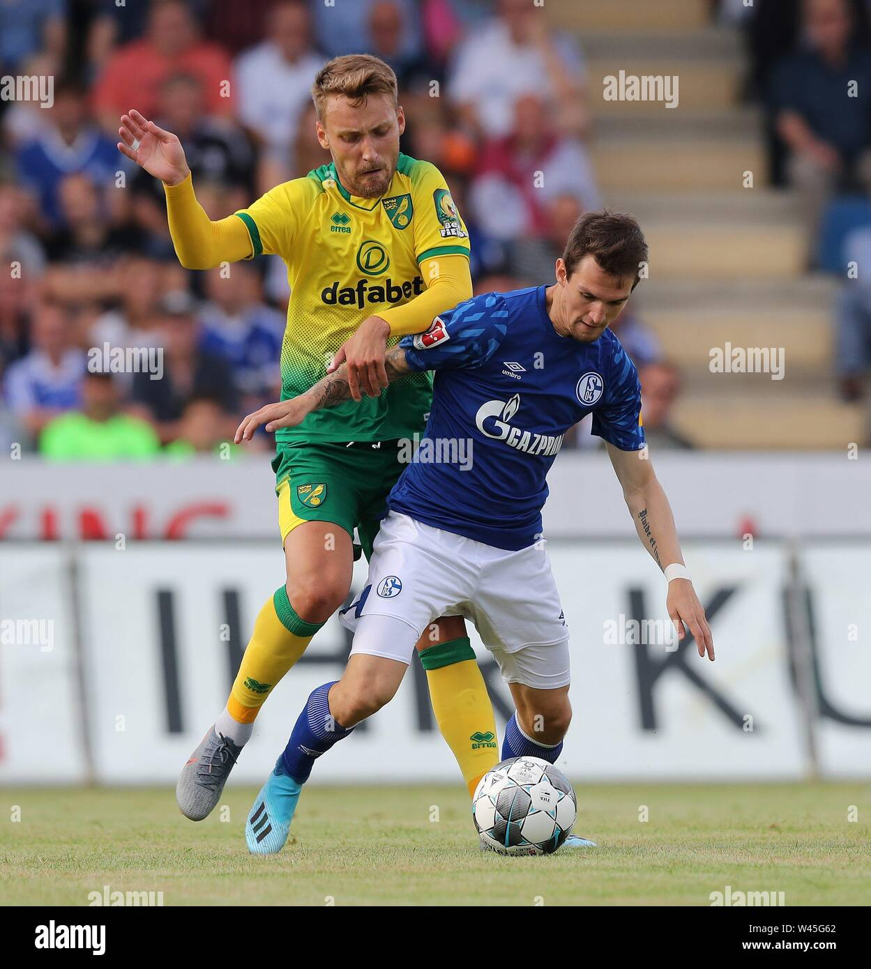 Lotte, Deutschland. 19th July, 2019. firo: 19.07.2019, football, 1.Bundesliga, season 2019/2020, friendly match, FC Schalke 04 - Norwich City Benito RAMAN, Schalke, right duels | usage worldwide Credit: dpa/Alamy Live News - Stock Image