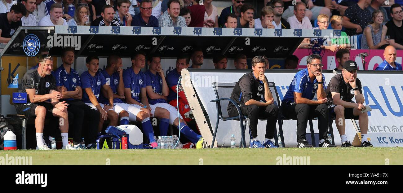 Lotte, Deutschland. 19th July, 2019. firo: 19.07.2019, football, 1.Bundesliga, season 2019/2020, friendly match, FC Schalke 04 - Norwich City coachDavid WAGNER, Schalke on the bench | usage worldwide Credit: dpa/Alamy Live News - Stock Image