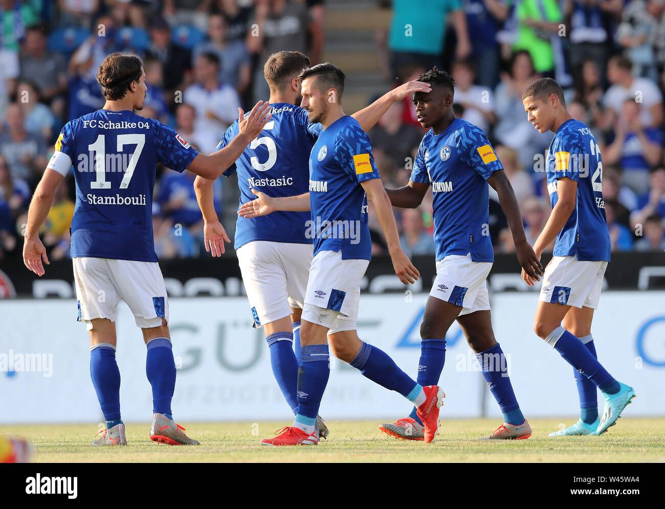 Lotte, Deutschland. 19th July, 2019. firo: 19.07.2019, football, 1.Bundesliga, season 2019/2020, friendly match, FC Schalke 04 - Norwich City jubilation Schalke around MATONDO, with STAMBOULI, SKRZYBSKI | usage worldwide Credit: dpa/Alamy Live News - Stock Image