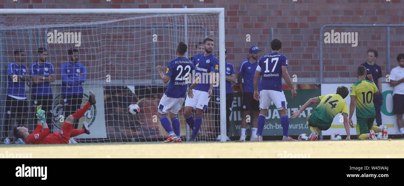 Lotte, Deutschland. 19th July, 2019. firo: 19.07.2019, football, 1.Bundesliga, season 2019/2020, friendly match, FC Schalke 04 - Norwich City goal to 1: 2 for Norwich versus SCHUBERT, Schalke | usage worldwide Credit: dpa/Alamy Live News - Stock Image