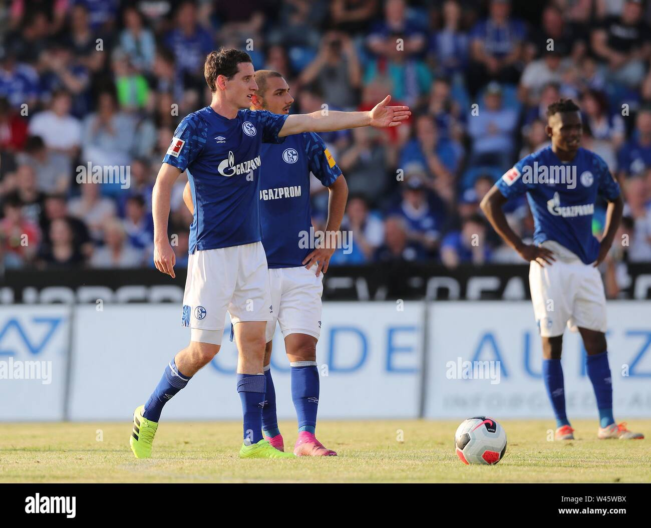 Lotte, Deutschland. 19th July, 2019. firo: 19.07.2019, football, 1.Bundesliga, season 2019/2020, friendly match, FC Schalke 04 - Norwich City Sebastian RUDY, Schalke, gesture with KUTUCU | usage worldwide Credit: dpa/Alamy Live News - Stock Image