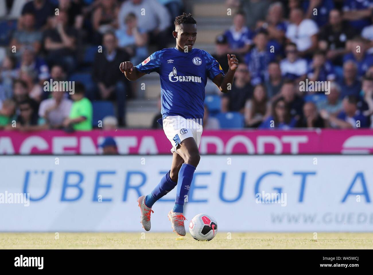 Lotte, Deutschland. 19th July, 2019. firo: 19.07.2019, football, 1.Bundesliga, season 2019/2020, friendly match, FC Schalke 04 - Norwich City Rabbi MATONDO, Schalke, single action | usage worldwide Credit: dpa/Alamy Live News - Stock Image