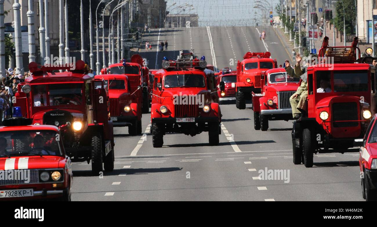 Minsk, Belarus. 20th July, 2019. Fire engines ride on a road during an event to honor firefighters and rescuers, in Minsk, Belarus, July 20, 2019. Credit: Zhinkov Henadz/Xinhua/Alamy Live News - Stock Image