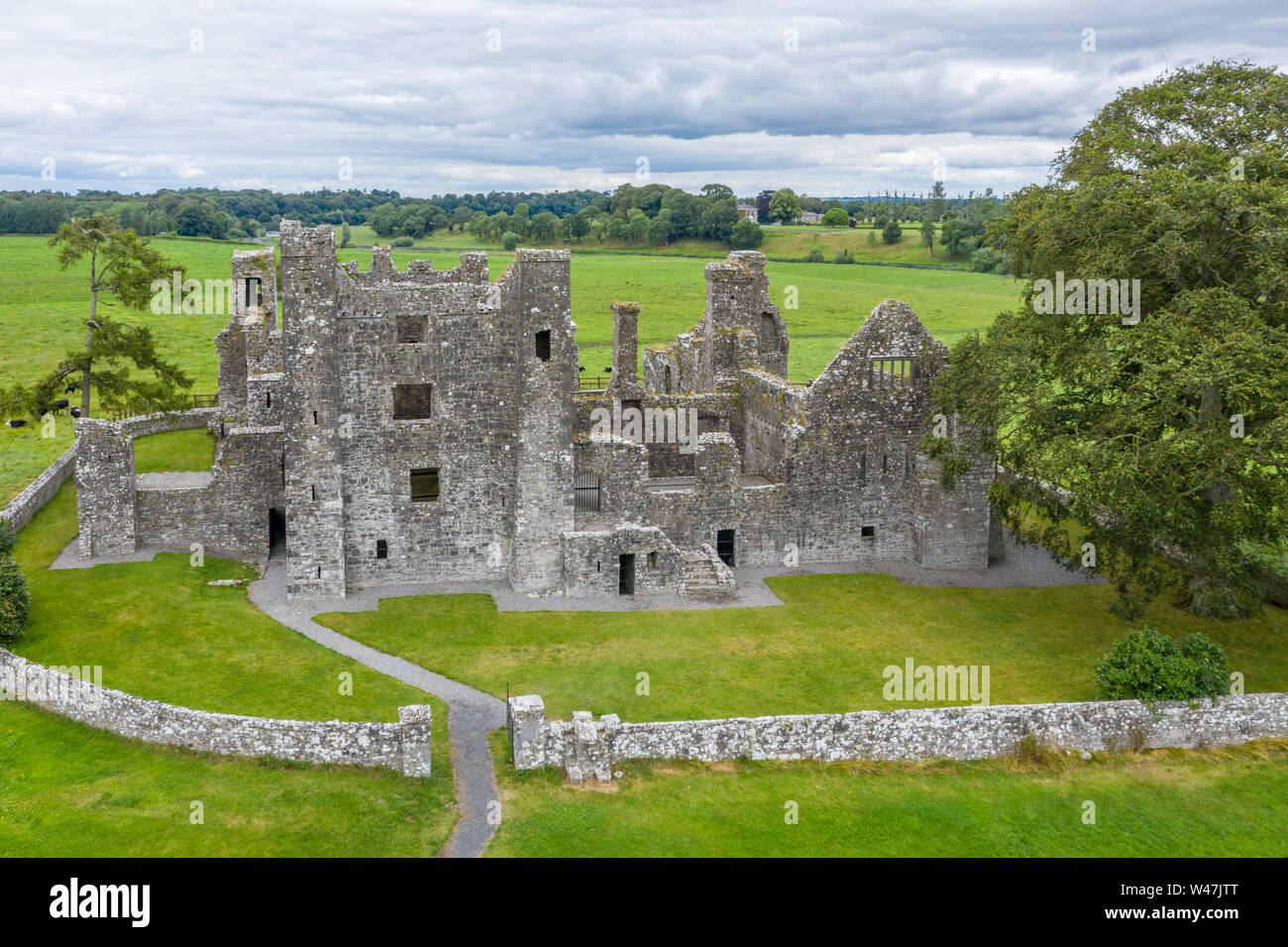 Bective Abbey founded in 1147 is a Cistercian abbey on the River Boyne in Bective, County Meath, Ireland. Stock Photo