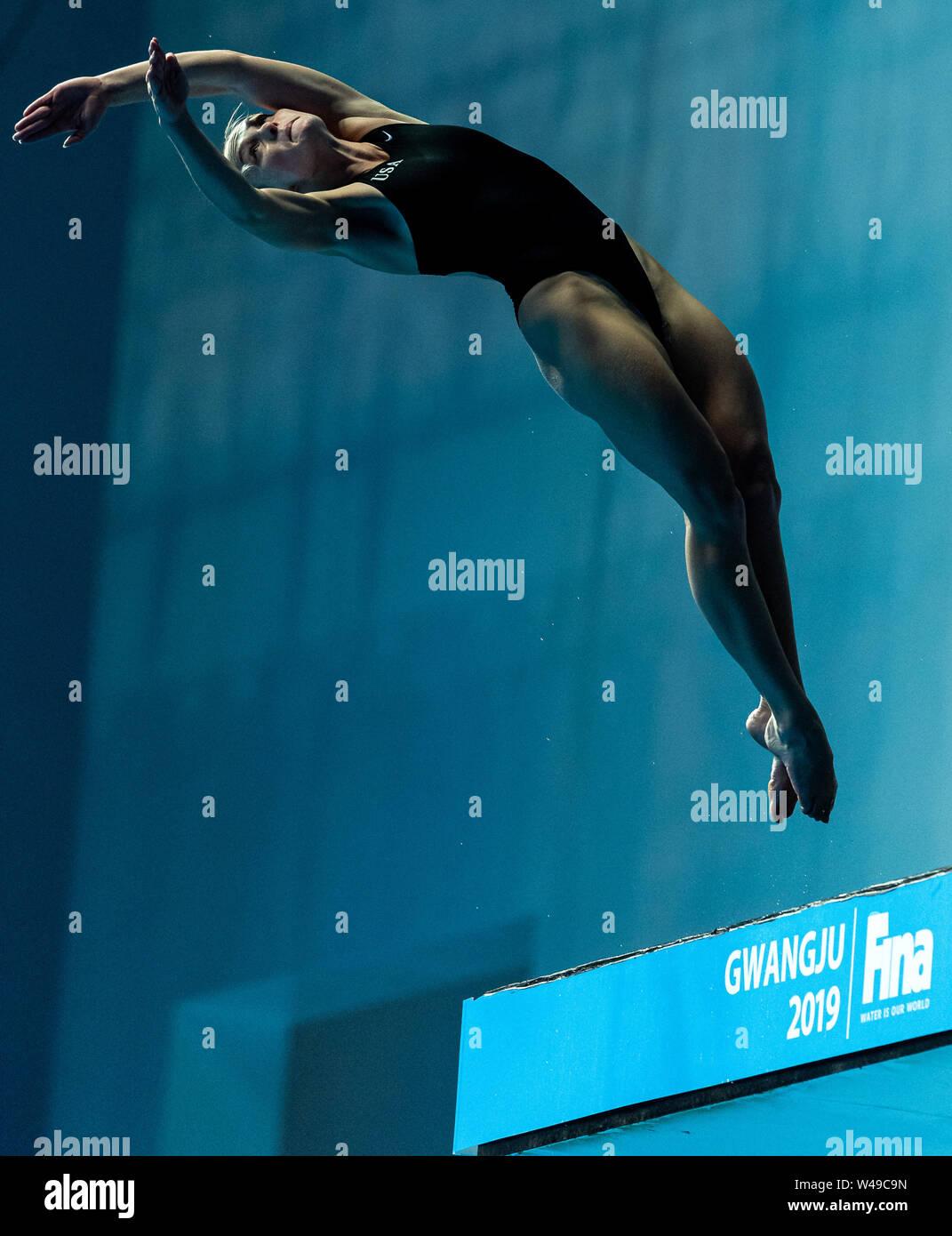 17 july 2019 Gwangju, South Korea 18th FINA World Aquatics Championships  17-07-2019: Zwemmen: Diving 10m Platform Final: Gwangju SCHNELL Delaney USA Stock Photo