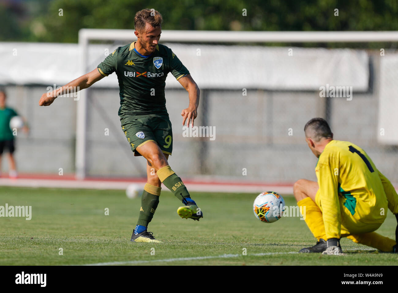 Darfo Boario, Italia. 21st July, 2019. Foto Stefano Nicoli/LaPresse21 luglio 2019 Darfo Boario (Bs), Italia sport calcio Amichevole Brescia Darfo Pre Campionato di calcio Serie A 2019/2020 - Nella foto: Gol Alfredo Donnarumma Photo Stefano Nicoli/LaPresse July 20, 2019 Darfo Boario (Bs), Italy sport soccer Friendly match Brescia Darfo League A TIM 2019/2020 - In the pic: Alfredo Donnarumma Scores Credit: LaPresse/Alamy Live News - Stock Image