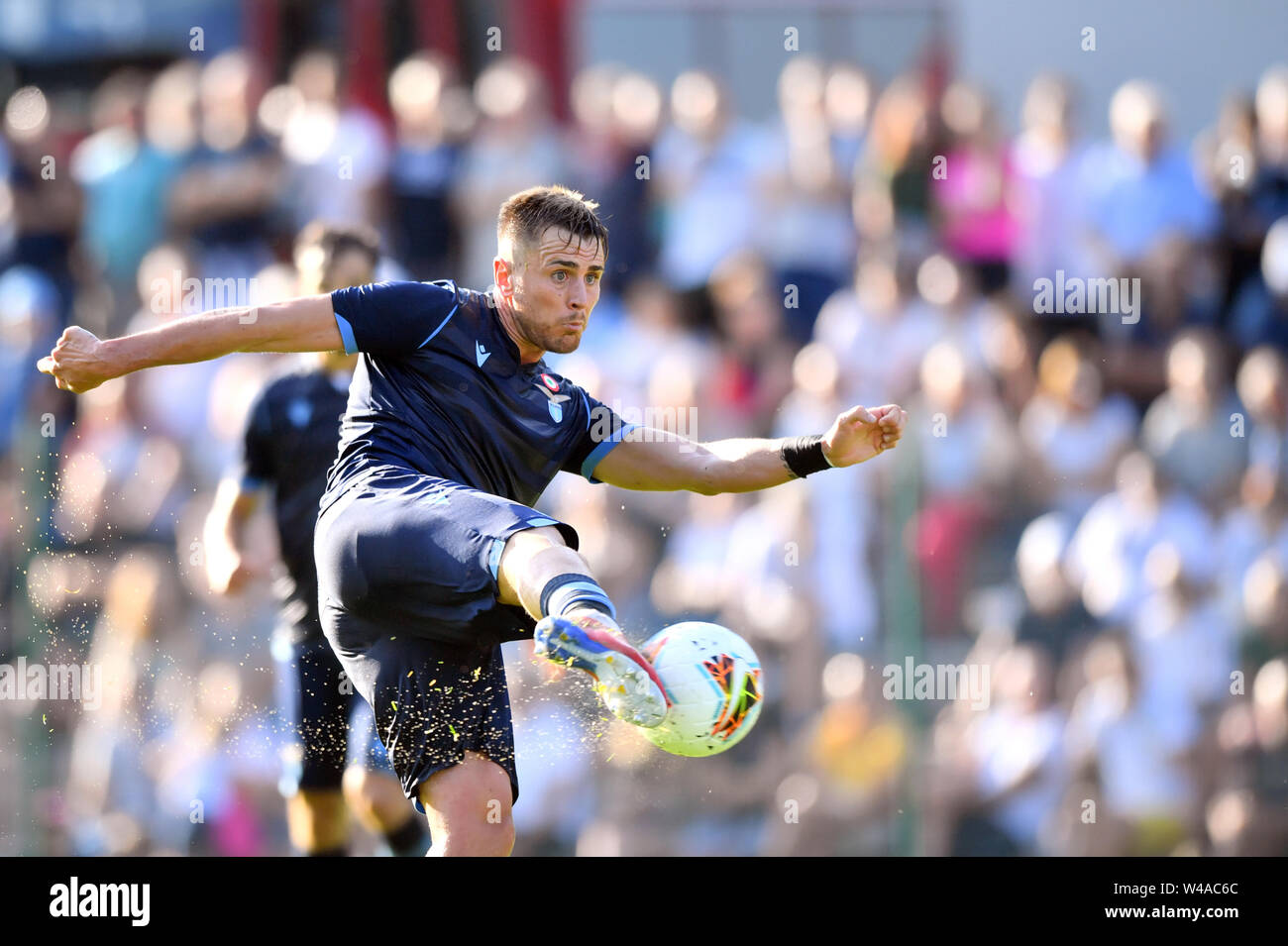 "Auronzo Di Cadore, Italia. 21st July, 2019. Foto Massimo Paolone/LaPresse21 luglio 2019 Auronzo di Cadore (Bl), Italia sport calcio Lazio vs Triestina - Amichevole Pre Campionato di calcio Serie A 2019/2020 - stadio ""Rodolfo Zandegiacomo"" Nella foto: Gil Patric (S.S. Lazio) in azione Photo Massimo Paolone/LaPresse July 21, 2019 Auronzo di Cadore (Bl), Italy sport soccer Lazio vs Triestina - Friendly match Pre Italian Football Championship League A TIM 2019/2020 - ""Rodolfo Zandegiacomo"" stadium. In the pic: Gil Patric (S.S. Lazio) in action Credit: LaPresse/Alamy Live News - Stock Image"
