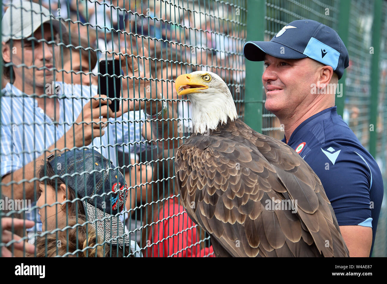 "Auronzo Di Cadore, Italia. 21st July, 2019. Foto Massimo Paolone/LaPresse21 luglio 2019 Auronzo di Cadore (Bl), Italia sport calcio Lazio vs Triestina - Amichevole Pre Campionato di calcio Serie A 2019/2020 - stadio ""Rodolfo Zandegiacomo"" Nella foto: L'aquila Olimpia Photo Massimo Paolone/LaPresse July 21, 2019 Auronzo di Cadore (Bl), Italy sport soccer Lazio vs Triestina - Friendly match Pre Italian Football Championship League A TIM 2019/2020 - ""Rodolfo Zandegiacomo"" stadium. In the pic: The eagle Olimpia Credit: LaPresse/Alamy Live News - Stock Image"