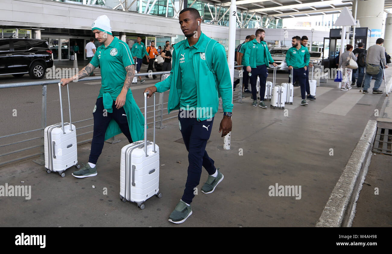 Buenos Aires, Argentina. 21st July, 2019. Players Zé Rafael and Carlos Eduardo (D) from SE Palmeiras during landing at Buenos Aires International Airport. Credit: Cesar Greco/FotoArena/Alamy Live News - Stock Image