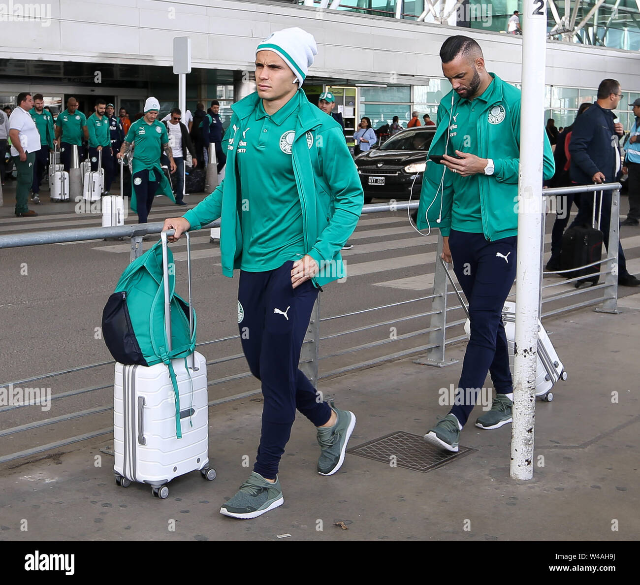 Buenos Aires, Argentina. 21st July, 2019. Raphael Veiga, from SE Palmeiras, during landing, at Buenos Aires International Airport. Credit: Cesar Greco/FotoArena/Alamy Live News - Stock Image