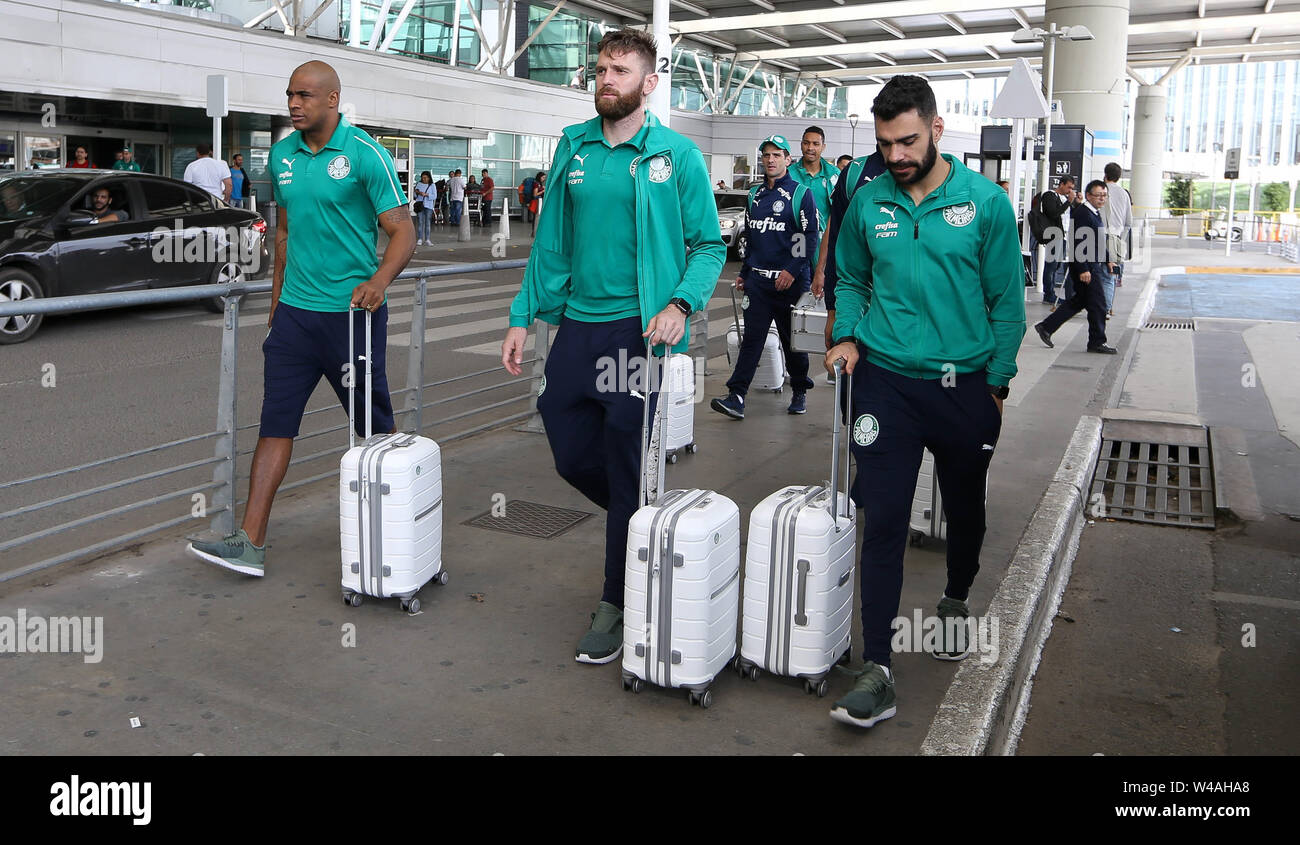 Buenos Aires, Argentina. 21st July, 2019. Goalkeeper Jailson and players Fabiano and Bruno Henrique (E/D) from SE Palmeiras during landing at Buenos Aires International Airport. Credit: Cesar Greco/FotoArena/Alamy Live News - Stock Image