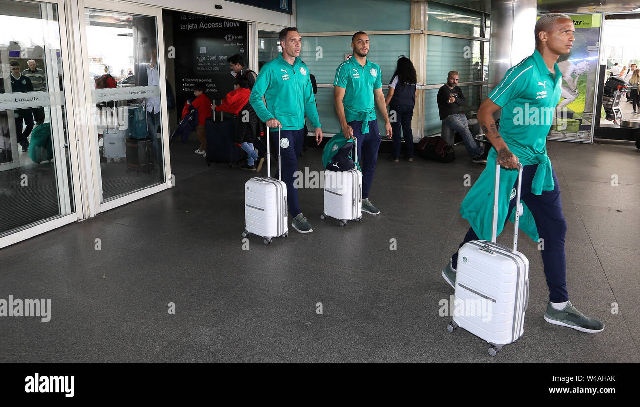 Buenos Aires, Argentina. 21st July, 2019. Players Deyverson and Arthur Cabral and goalkeeper Fernando Prass (D/E) of SE Palmeiras during landing at Buenos Aires International Airport. Credit: Cesar Greco/FotoArena/Alamy Live News - Stock Image