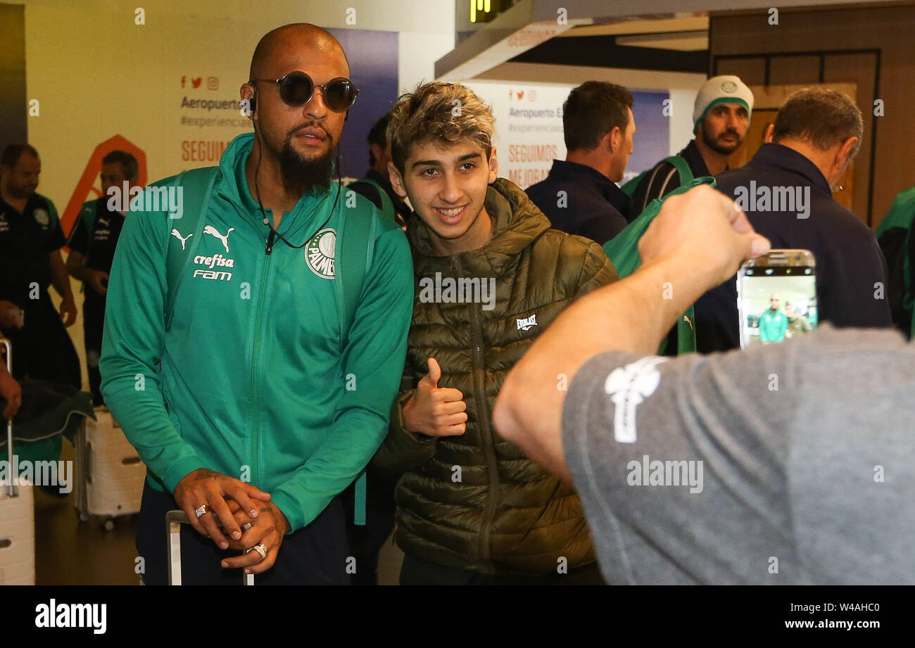 Buenos Aires, Argentina. 21st July, 2019. Felipe Melo, from SE Palmeiras, during landing, at Buenos Aires International Airport. Credit: Cesar Greco/FotoArena/Alamy Live News - Stock Image