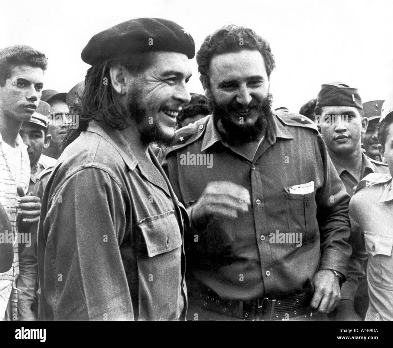 Revolutionary leaders Fidel Castro and Ernesto Che Guevara Stock Photo -  Alamy