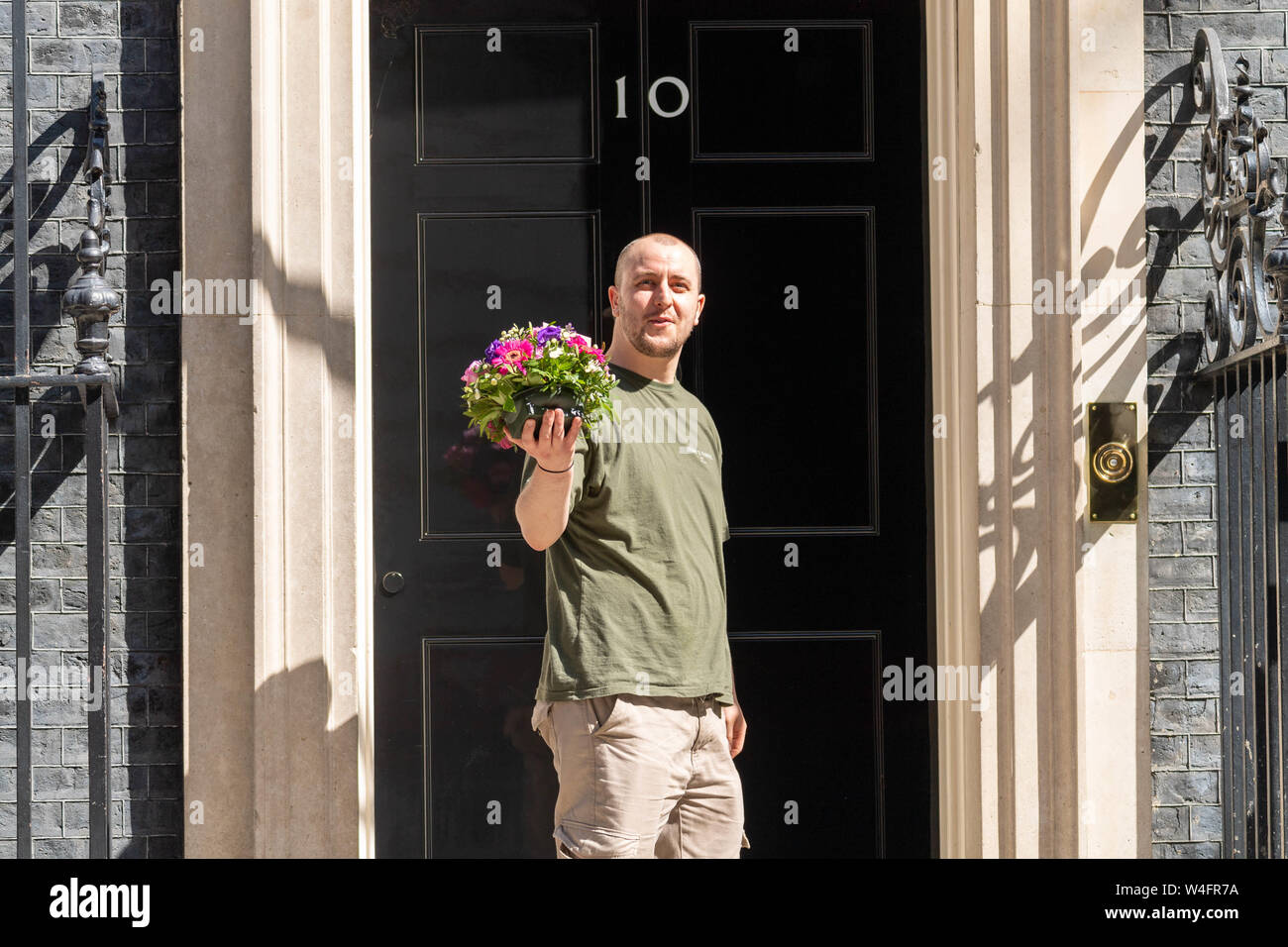London, UK. 23rd July 2019. Flowers arrive at Theresa's May last cabinet at 10 Downing Street, Credit: Ian Davidson/Alamy Live News Stock Photo