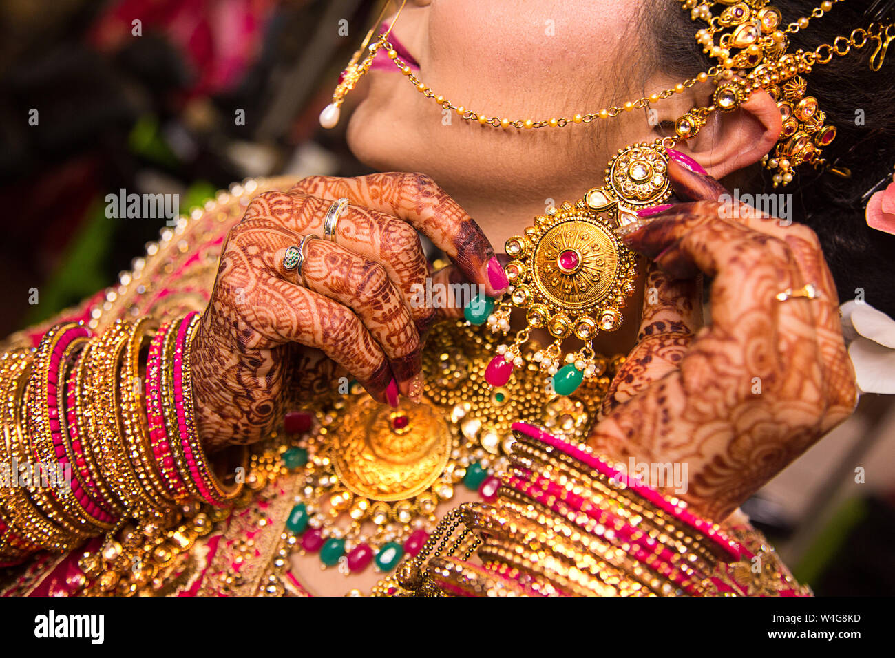Indian Bride Wearing Heavy Jewellery Traditional Gold Necklace And Earring Wedding Day Stock Photo Alamy