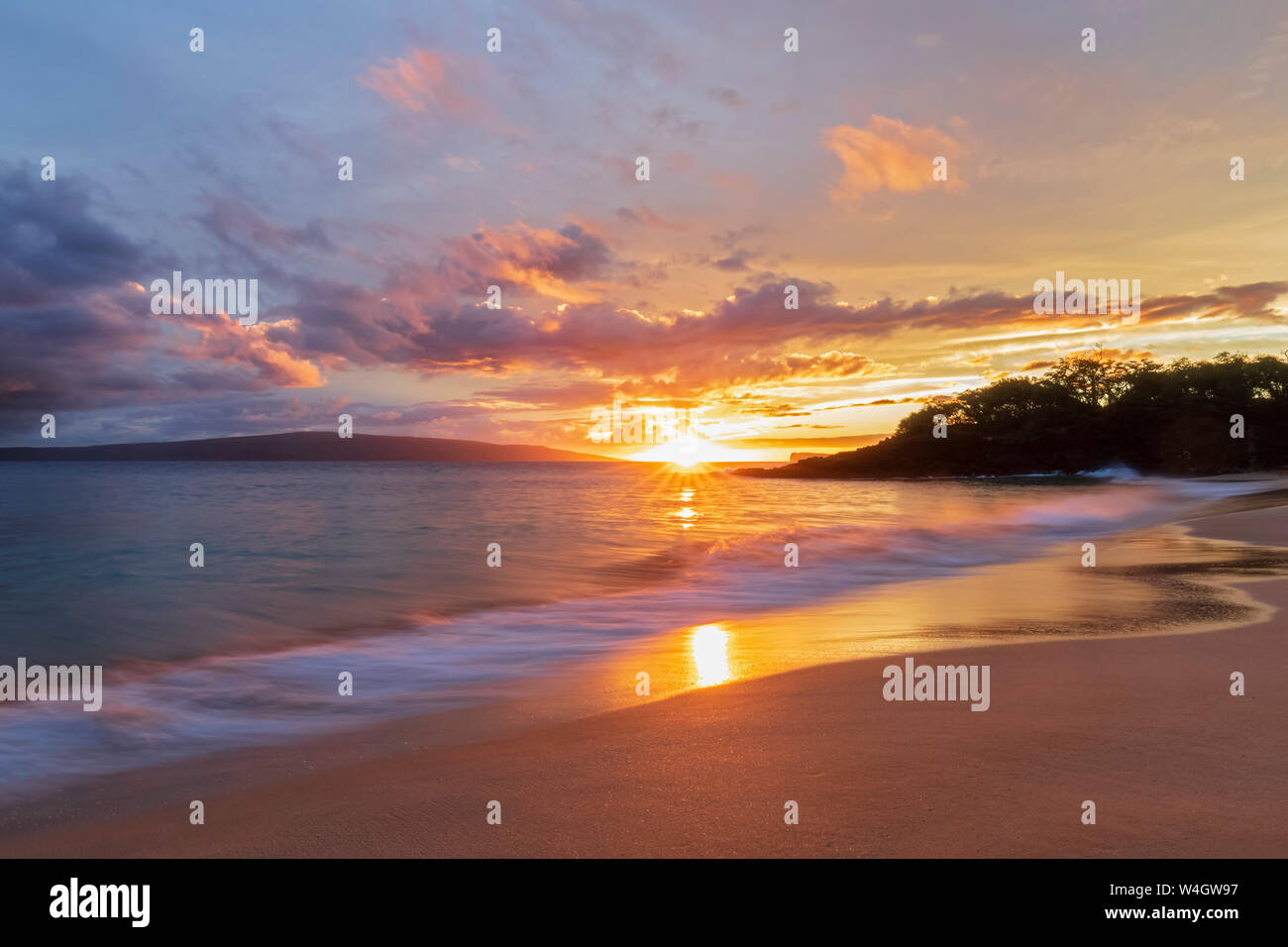 Big Beach At Sunset Makena Beach State Park Maui Hawaii