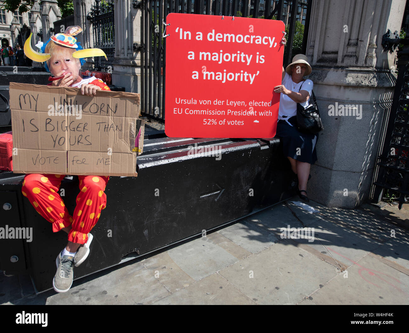 Houses of Parliament, London, UK. 23rd July 2019. Pro and anti Brexit demonstrators outside Parliament in Westminster await the Conservative Party announcement of their next leader and Prime Minister. Credit: Malcolm Park/Alamy Live News. Stock Photo