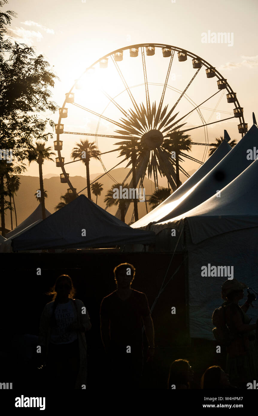 Silhouette Of Iconic Ferris Wheel And Concert Goers At The Coachella Music Festival Stock Photo Alamy