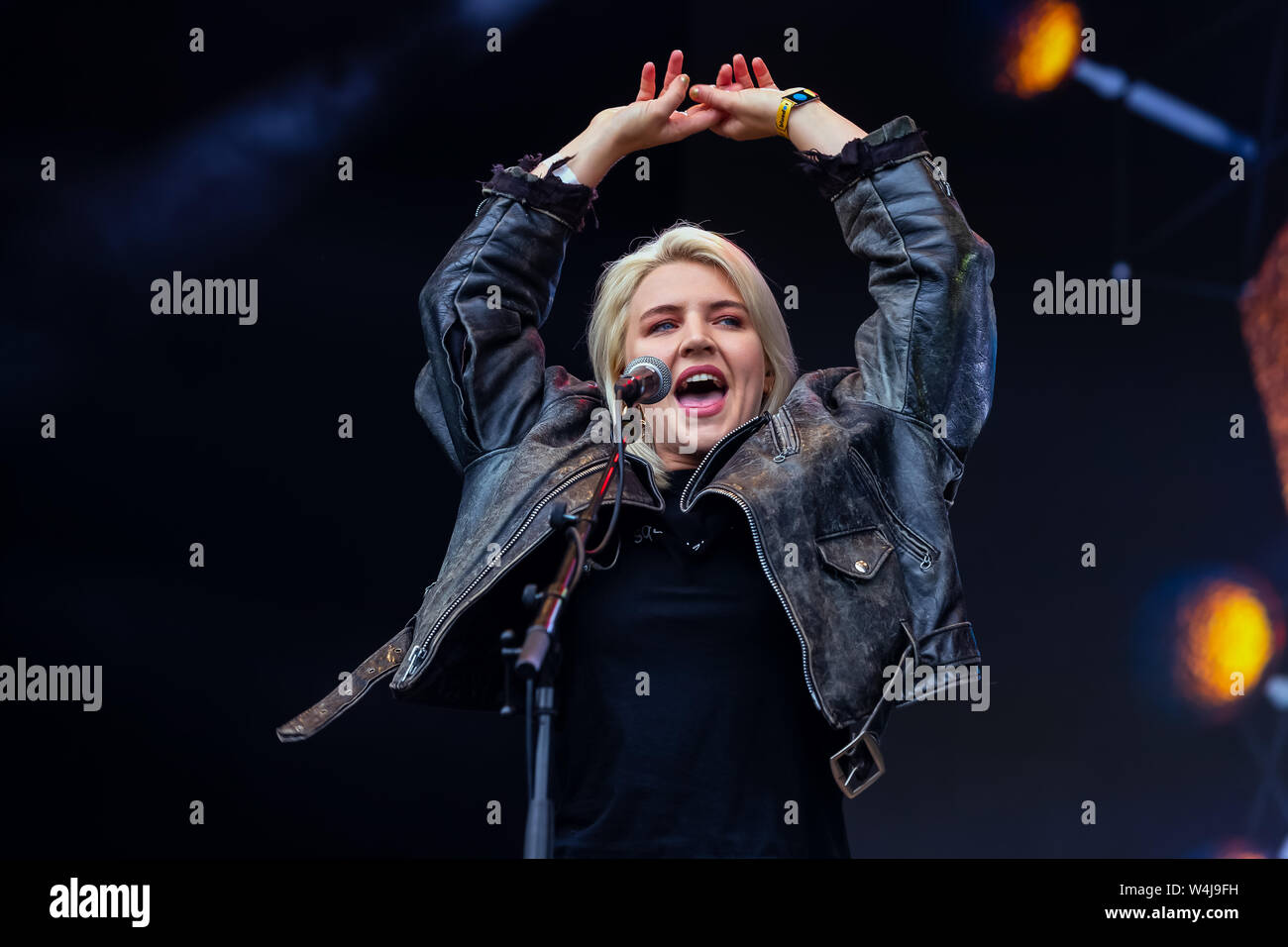 July 19 2019 Rebecca Lucy Taylor Performing As Self Esteem At Bluedot Festival Jodrell Bank Uk Cheshire Credit Image C Andy Von Pip Zuma Wire Stock Photo Alamy