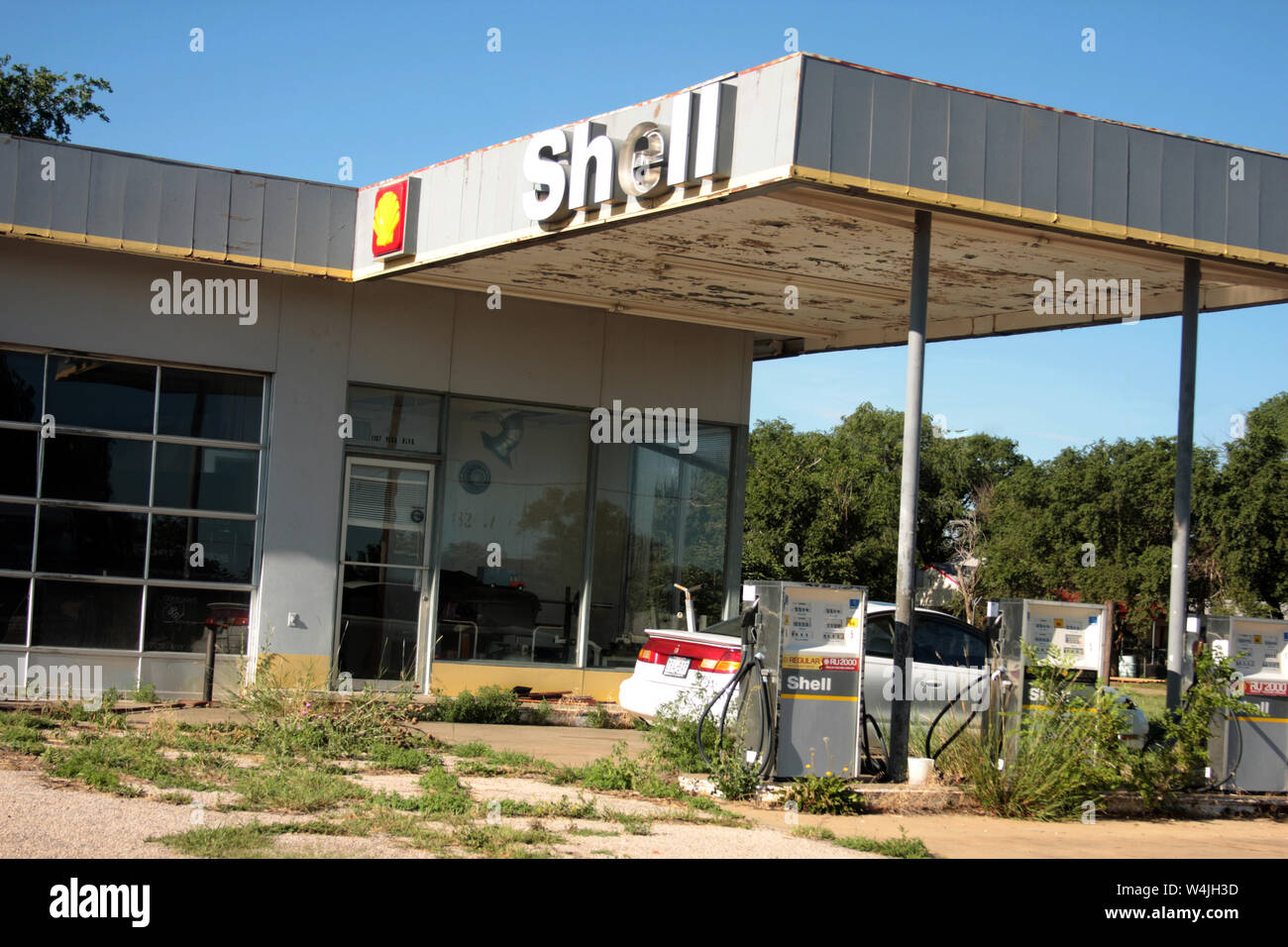 Abandoned Shell Gas Station In Texas Usa Stock Photo Alamy