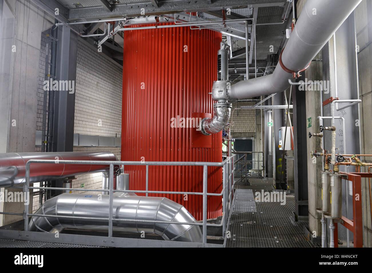 GERMANY, Hamburg, Vattenfall power to heat unit to generate heat from power from wind energy for warmth supply to the public warmth network / DEUTSCHLAND, Hamburg, Power to Heat Anlage im Karolinenviertel von Vattenfall, überschüssiger Windstrom kann in Wärme zum Heizen umgewandelt werden und in das Fernwärmenetz eingespeist werden, Elektrodenheizkessel Stock Photo