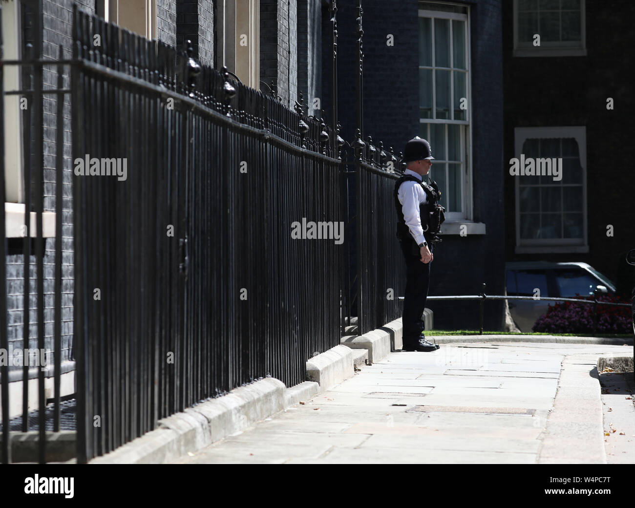 London, UK. 24th July, 2019. A policeman stands outside Number 10 Downing Street on the day that Boris Johnson takes over as the new Prime Minister at Number 10 Downing Street, London, on July 24, 2019 Credit: Paul Marriott/Alamy Live News Stock Photo