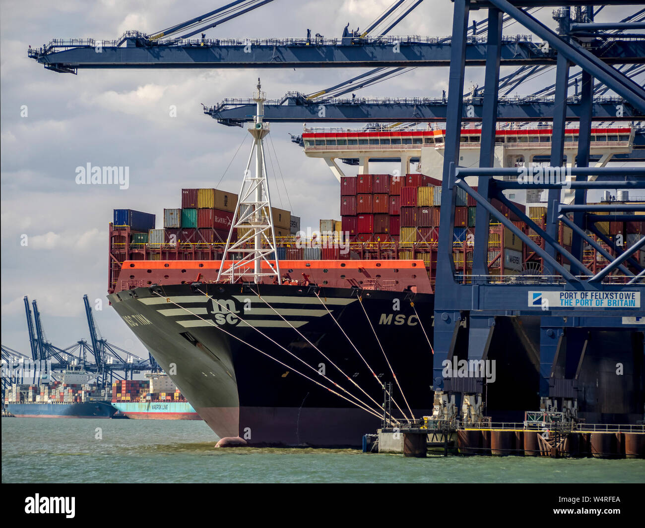 FELIXSTOWE, ESSEX:  The Port with container ship being unloaded Stock Photo