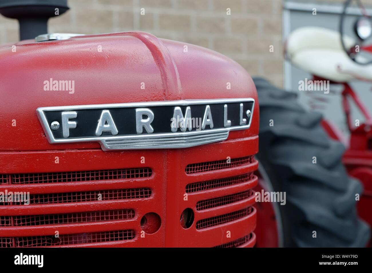 DISPLAY  SIGN FARMALL McCORMICK INTERNATIONAL HARVESTER CO