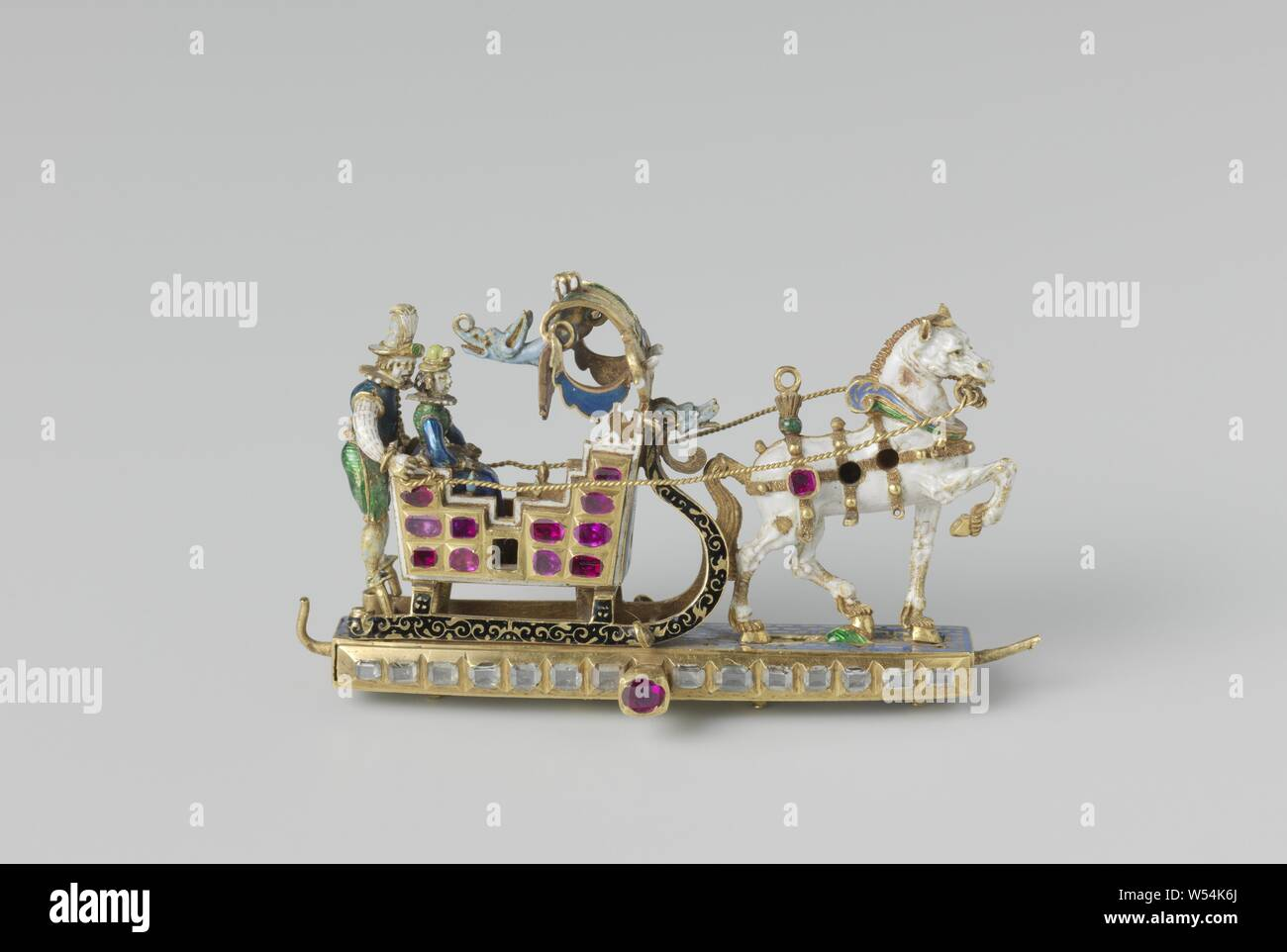 Pendant with man and woman in a horse-drawn sleigh, Pendant of gold. Representing a horse-drawn sleigh pulled by a horse. There is a woman in the sleigh and behind her is the driver, horse-sleigh, anonymous, Zuid-Duitsland, c. 1600, gold (metal), diamond (mineral), h 3.8 cm × w 6.4 cm Stock Photo