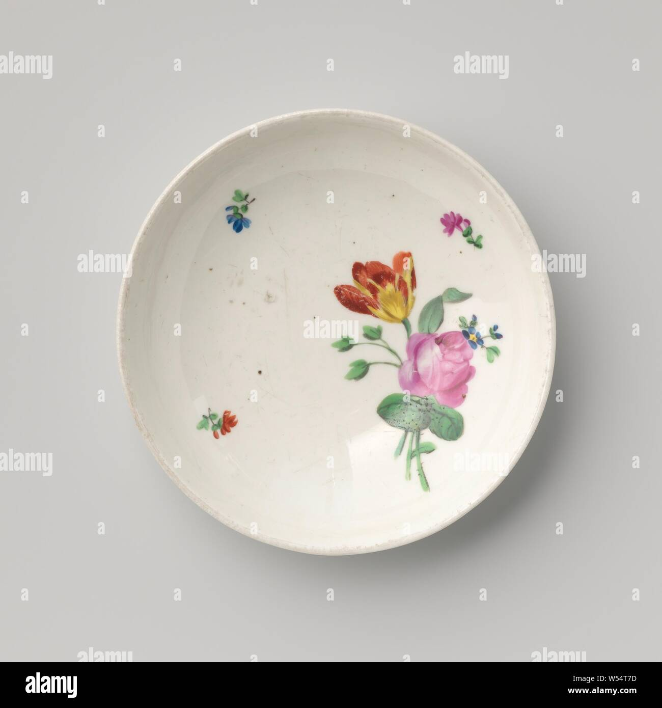 Saucer with a bouquet and flower sprays, Porcelain dish with