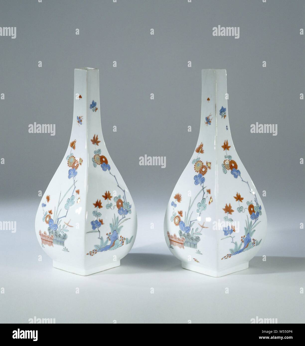 Bottle, multicolored painted with a Kakiemon decor, Fless of painted porcelain. The bottle has a long square neck and is painted with chrysanthemums, alternately on the four sides behind two bound hedges and behind rocks. The bottle is marked., Meissener Porzellan Manufaktur, Meissen, c. 1730, porcelain (material), h 21.1 cm × w 9 cm Stock Photo