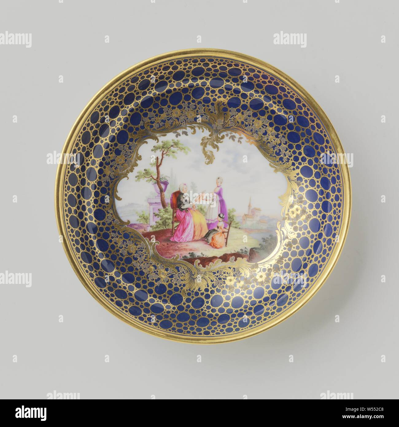 Saucer with a couple in a landscape, Porcelain dish, painted on