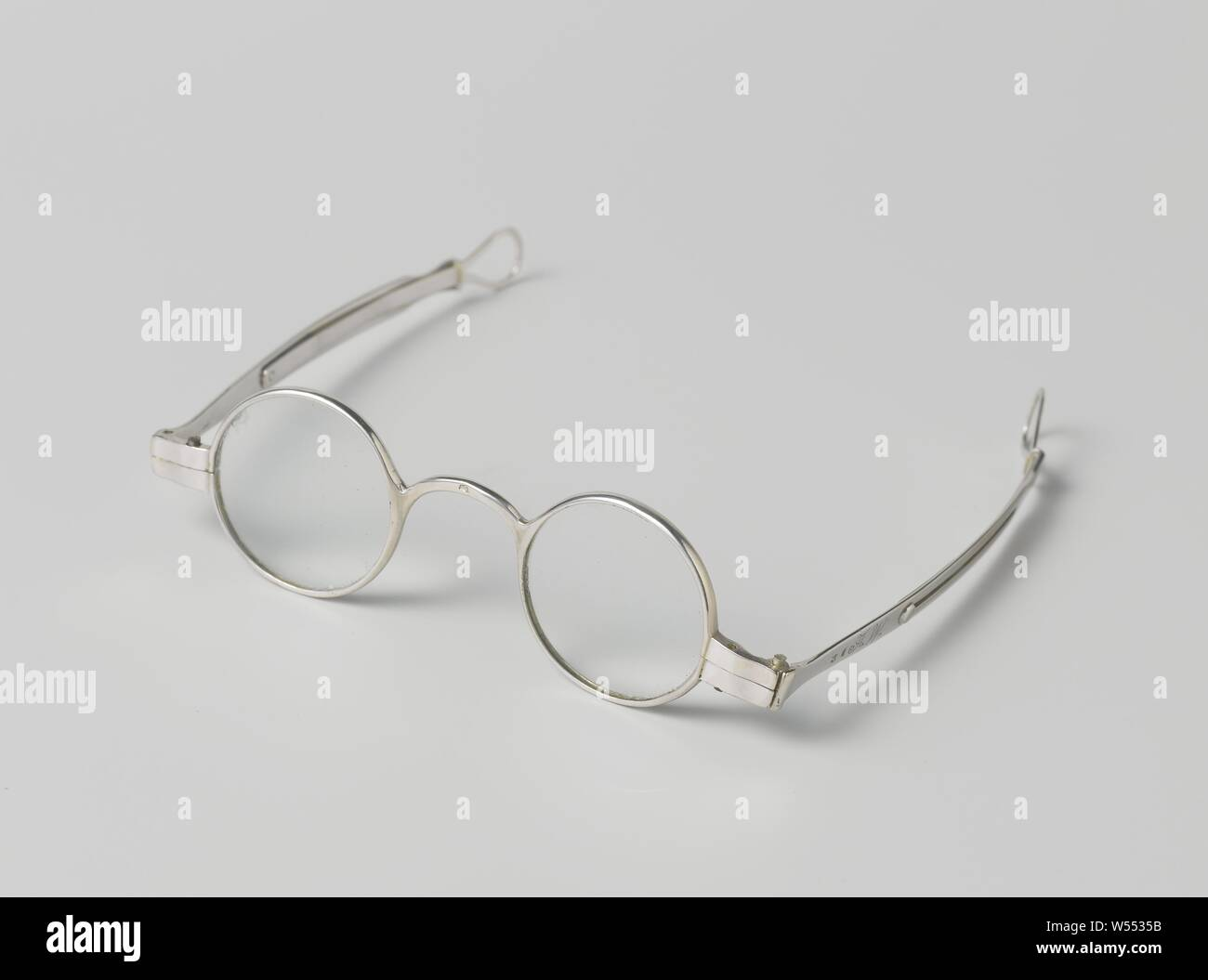 Letter D Initial Black and White Magnetic Metal Eyeglass Badge Holder