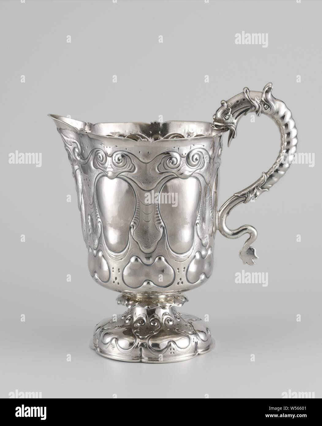 Basin and Ewer, Ewer and Basin, Silver jug, Silver jug. The wide jug has a lobed foot and an ear in the shape of a dragon, auricular ornament, lobe style, ornament, dragon (large fabulous serpent, sometimes with wings and legs), Andries Grill, The Hague, 1649, silver (metal), h 27.0 cm × w 25.0 cm × d 16.0 cm × w 1121 Stock Photo