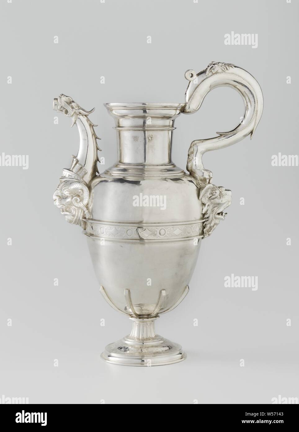Piet Heyn ewer, silver jug. The egg-shaped, smooth barrel, with engraved band in the middle, is grasped at the bottom by six cleats and rests on a round base. The spout has the shape of a dragon. Marked: F ENRIQZ, dragon, lion's head, ornament, ram's head, Pieter Pietersz. Heyn, Francisco Enriquez, Spain, c. 1550 - c. 1600, silver (metal), h 35 cm d 10 cm d 15 cm w 24.5 cm Stock Photo