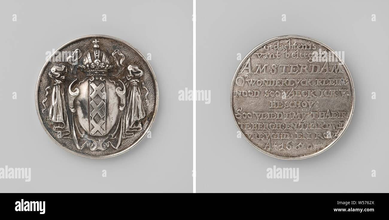 Siege of Amsterdam by Willem II, Silver Medal. Front: coat of arms of Amsterdam. Reverse: inscription, Amsterdam, Willem II (Prince of Orange), Johann Höhn, Danzig, 1650, silver (metal), engraving, d 5 cm × w 35.49 Stock Photo