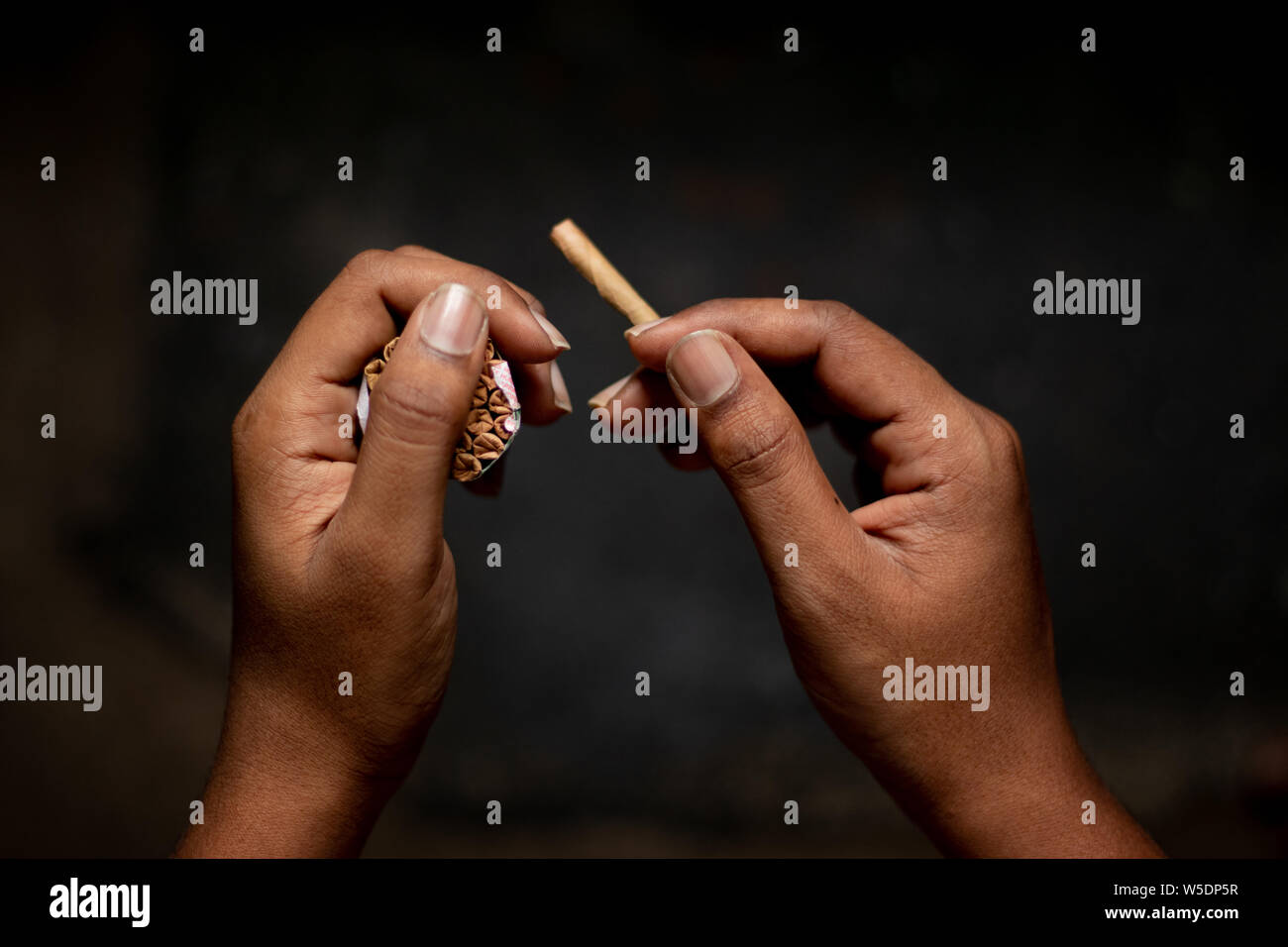 Beedi High Resolution Stock Photography And Images Alamy