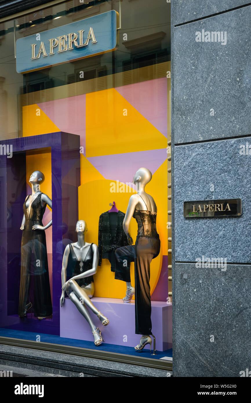 best authentic 863b4 fda0e La Moda Shop Stock Photos & La Moda Shop Stock Images - Alamy